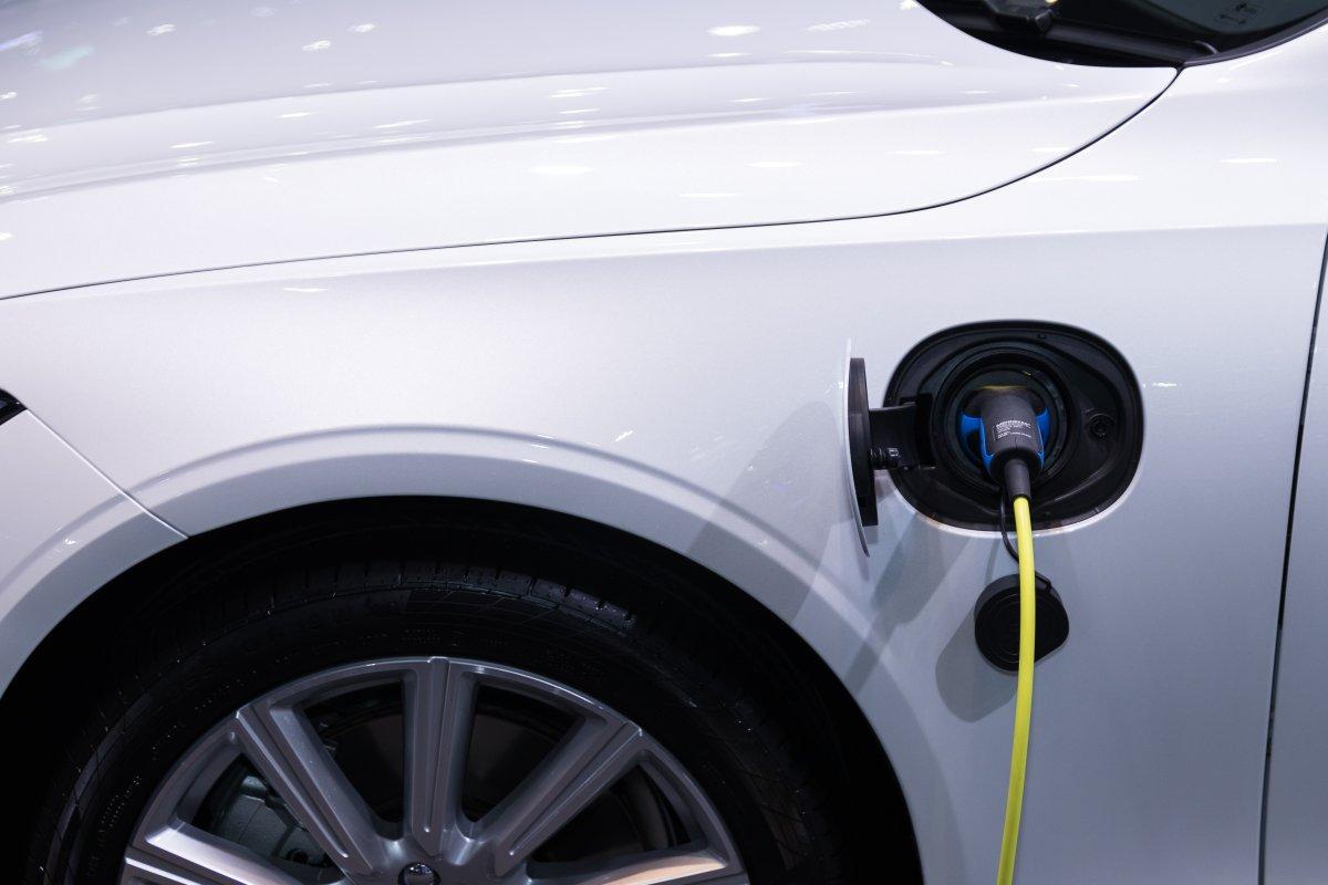 Gdzie można naładować samochód elektryczny i ile to trwa