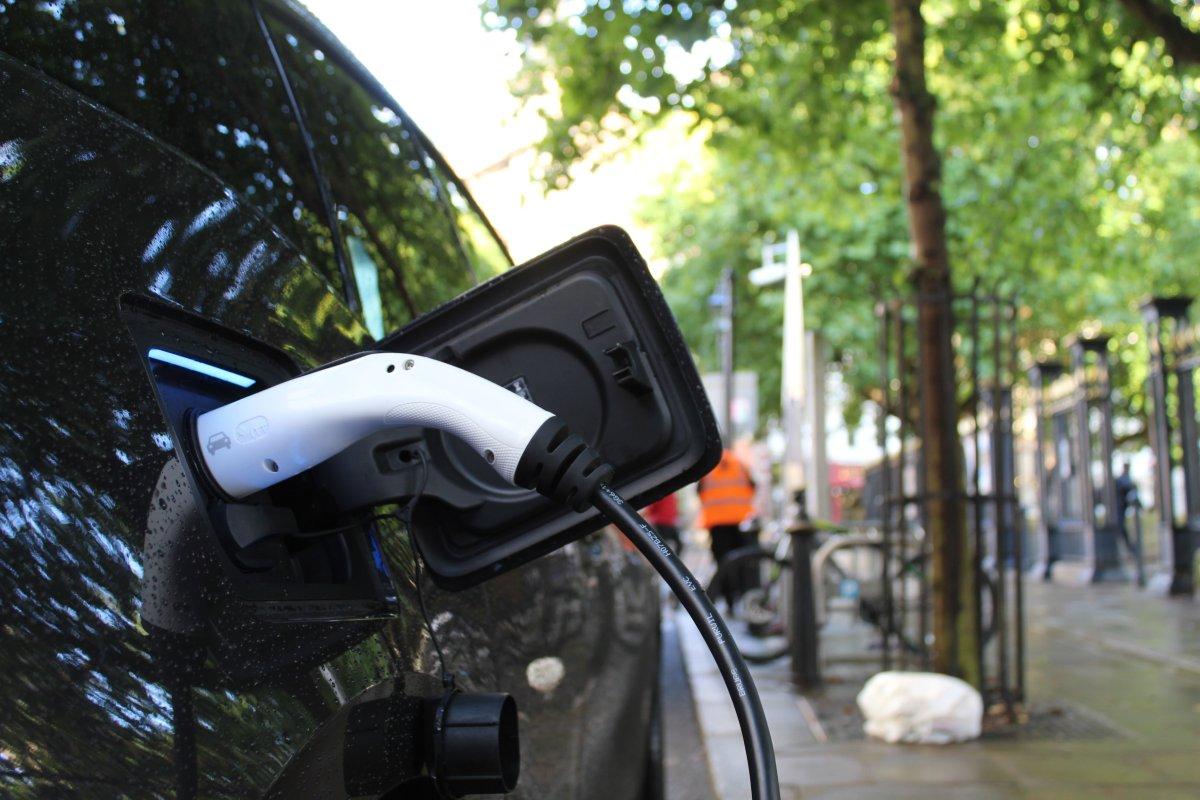 Ile trwa ładowanie samochodu elektrycznego i gdzie to zrobić