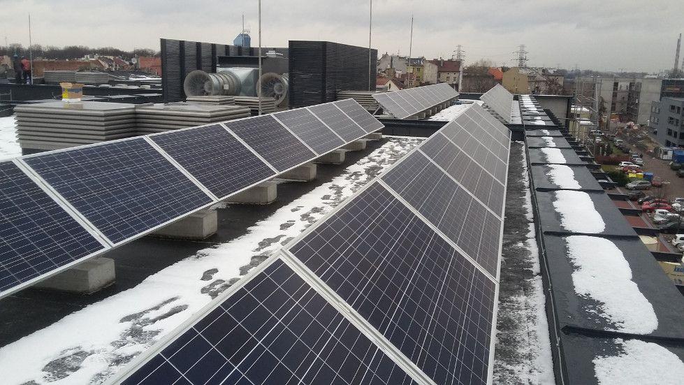 Oczyszczanie paneli fotowoltaicznych zimą
